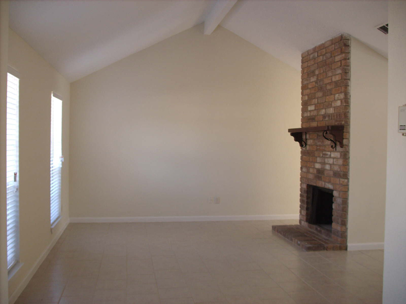 living room with vaulted ceilint, 21403 park bishop, Katy Texas real estate