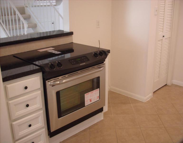 4505 Acacia Bellaire oven