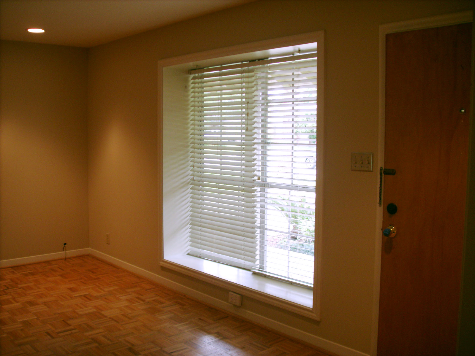 living room with large window, 4513 Hummingbird,Houston Texas real estate